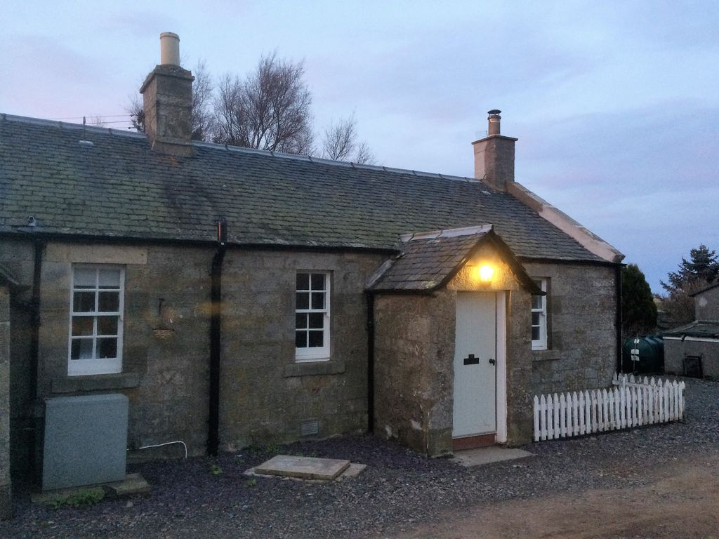 Beautifully restored farm cottage located on stunning ...