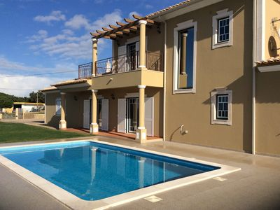 Photo for Casa do vale Villa Albufeira 4 bedroom with pool Air Con and Wifi walking distan