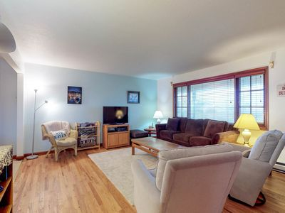 Photo for Charming dog-friendly Condo w/ ocean view - close to the beach & Nye shops