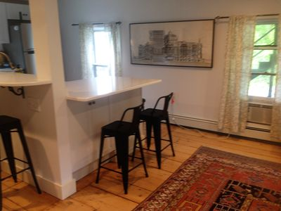 Photo for Gorgeous 2nd floor flat, steps from restaurants, town pier & Mayo Beach