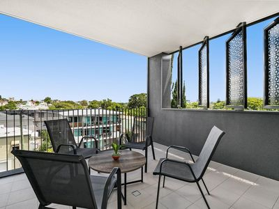 Photo for Bright Modern Apartment near City and Southbank
