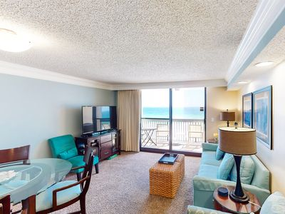 Photo for 6th Floor Beautiful Condo, Splash pad & restaurant w/ bar on-site