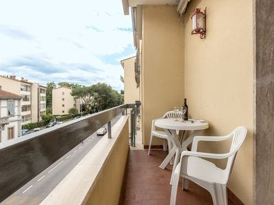Photo for Classic apartment, tastefully decorated and well linked to the old center.
