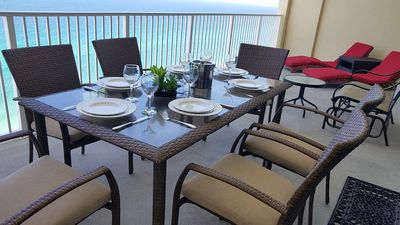 Relaxing and Enjoy your meal at this Ocean front balcony.