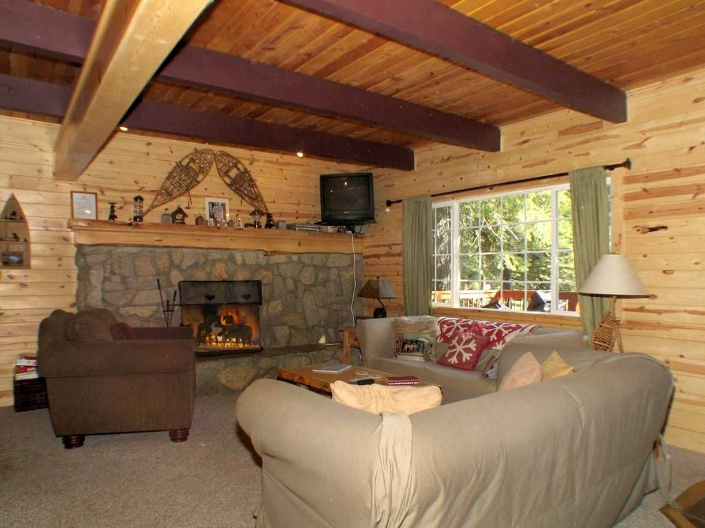 4 bedroom tahoe cabin backing to forest tub fireplace