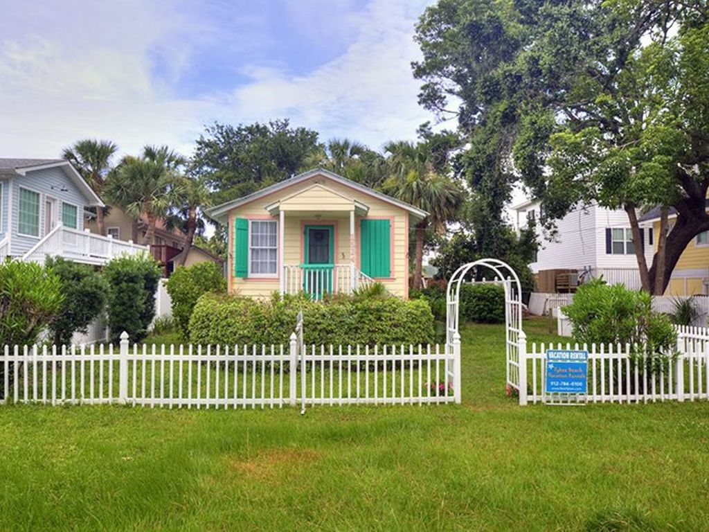 Sunburst cottage small dog friendly tybee island georgia for Compact cottages georgia