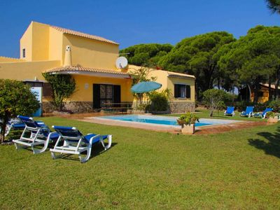 Photo for Fantastic Villa with large garden & private pool-quiet area near Quinta do Lago