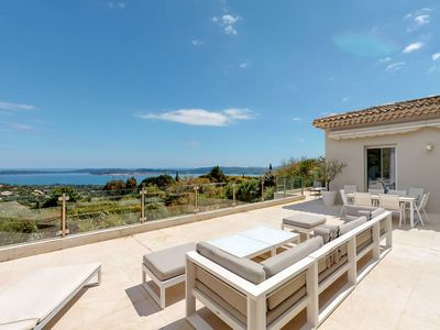 Photo for Sumptuous villa with pool and exceptional views of the Gulf of Saint Tropez