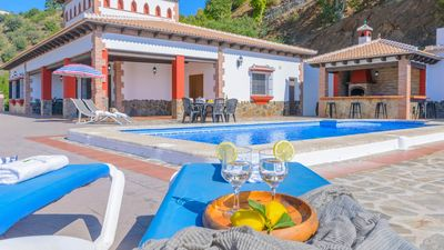 Photo for Charming villa with private swimming pool and jacuzzi