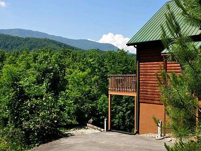 Photo for Enjoy the sweeping views at Monte Casa Cabin offers