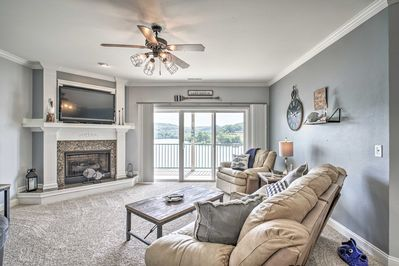 This bright and airy condo can easily accommodate your group of 6.