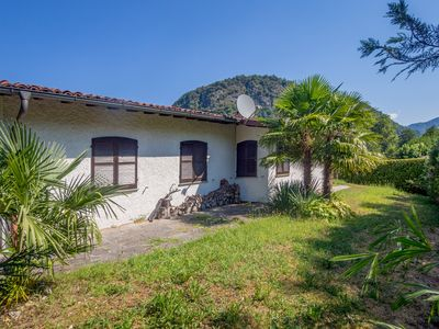 Photo for Spacious cottage with garden, 100 m to the lake, with swimming