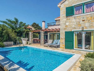 Photo for Air-conditioned country villa w/ ensuites, free Wi-Fi and private pool
