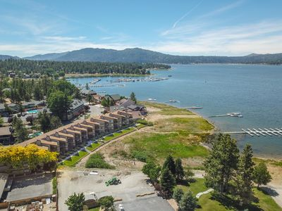 Lakefront at the Village: Walk to The Village! Multiple Decks with Lake Views!
