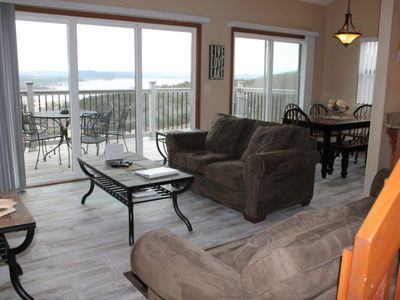 Photo for Great Family Condo. Next door to Silver Dollar City! 3bed 3bath. Fantastic Panoramic Lake View.