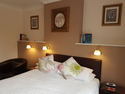 Photo for Private ensuite double room in guest house, breakfast included