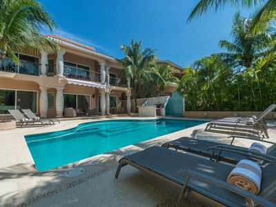Photo for Chic, casual luxury, private, spacious, ideal location minutes walk to the beach
