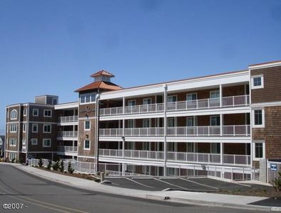 Pacific Winds Condos - Close 1 block walk to beach and 4 blocks to some great shopping.