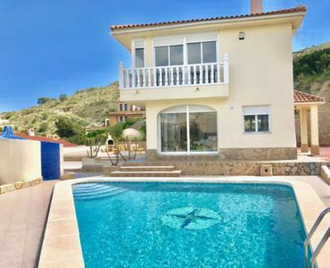 Photo for Stunning detached villa in Cala D'or
