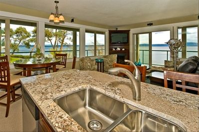 A spectacular panoramic view from every window high dining for visual indulgence