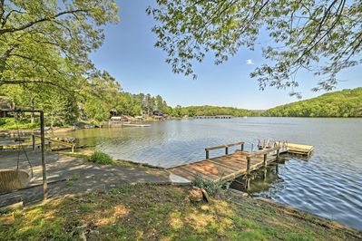 Unwind at this gorgeous cottage for 6 on Harrison Bay.