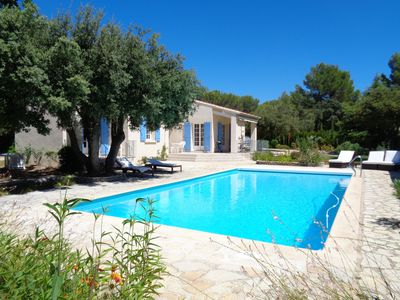 Photo for Charming single storey villa, large pool, bowling green, enclosed garden