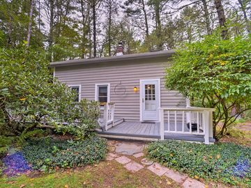 Updated/Pet-Friendly Cabin By Hikes and Woodstock!