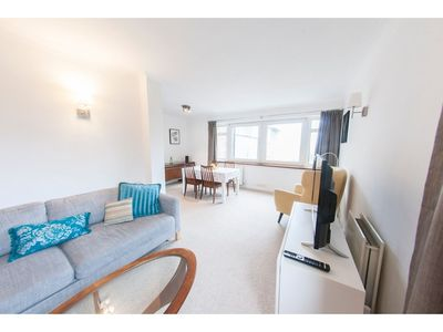 Photo for Bright & Airy 2-bedroom Flat for 6 in Blackheath