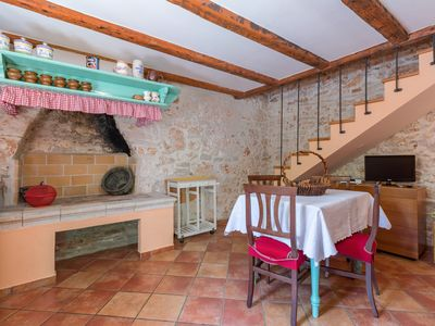 Photo for Traditional Istrian apartment with swimming pool - Pula