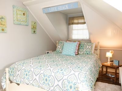 Super Cute 2 bedroom 1 bath apartment on the north end of the island.