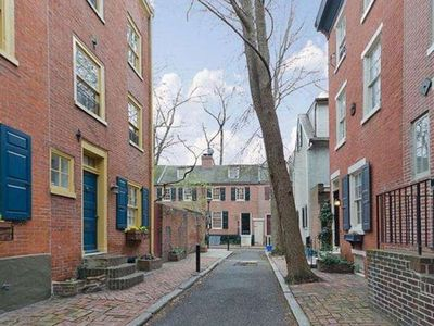 Photo for Historic 3 story Center City Row House near attractions -Washington Sq.