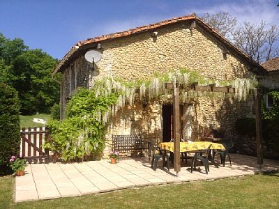 Photo for 2BR Cottage Vacation Rental in Brantome, Dordogne