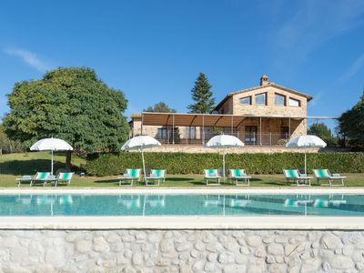 Photo for Cosy apartment for 6 guests with WIFI, pool, TV, pets allowed and parking, close to Siena