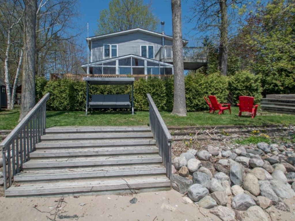 rent cottages stone cedar for vacation rentals br rental in cottage alcona barrie