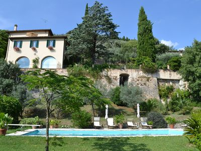 Photo for Apartment (sleeps 5-6) with pool and a short walk to Trevi
