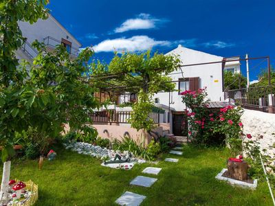Photo for Cosy accomodation with beautiful garden - Apartment Borna