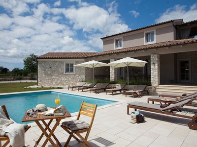 Photo for Charming villa with total privacy for 8 people near Fažana