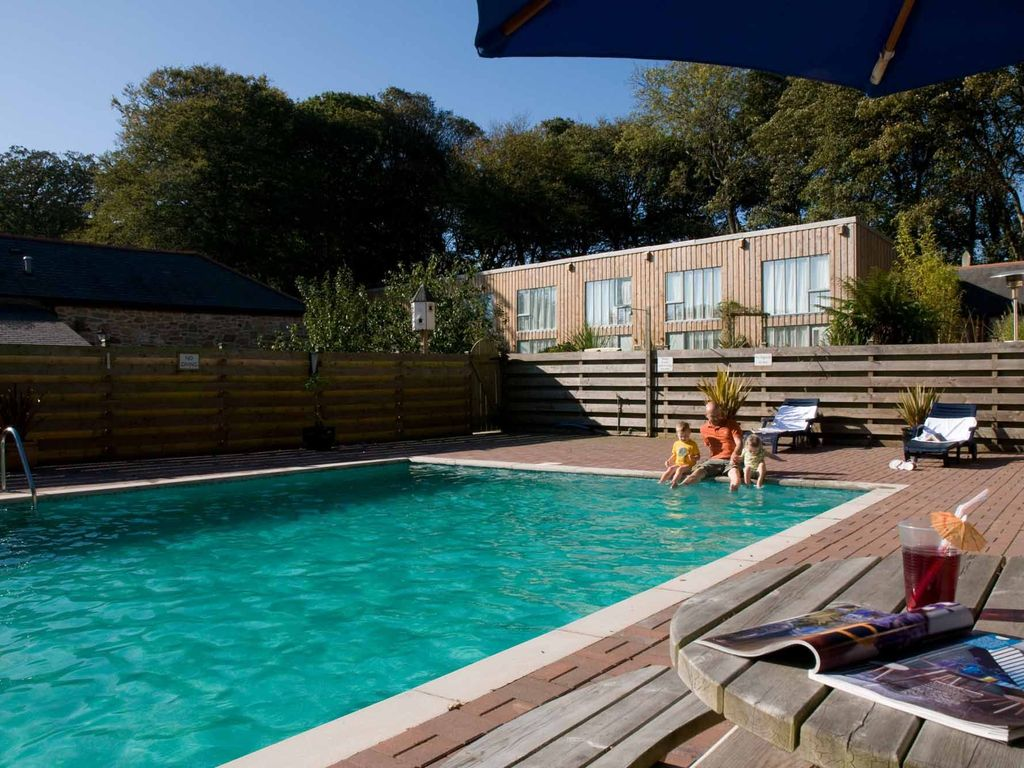 Outdoor heated swimming pool falmouth cornwall west - Outdoor swimming pools north west ...
