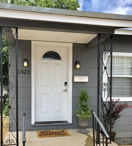 Photo for Renovated & Clean - Beautiful Cottage close to Downtown/Pearl/Airport/SeaWorld
