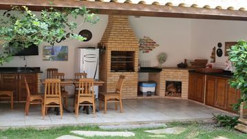 Cond. Pool, 4 suites, Wifi, Security, Leisure, Sleeps 8 guests and their Pet