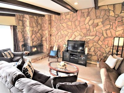 Clubhouse w/ indoor pool/hot tubs. Private ski closet, 3rd fl. Views