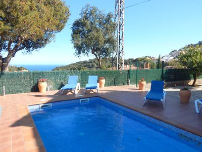Photo for Renovated apartment with private pool, 10 min from downtown, HUTG-044908-53
