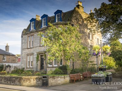 Photo for Fraser's Choice, Marine Lodge, North Berwick, parking. Ideal for golf and beach
