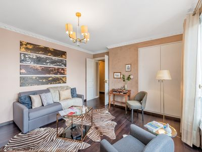 Photo for Louvre - Three Bedroom Apartment, Sleeps 8