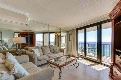 Beachside I 4144 - Living Room - Enjoy a relaxing vacation in comfort and style