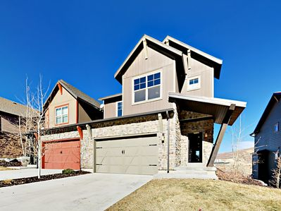 Exterior - This refined townhome is within 13 minutes of Deer Valley and Park City Mountain resorts.