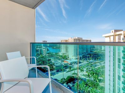 Photo for AMAZING CONDO RIGHT ON THE BEACH.