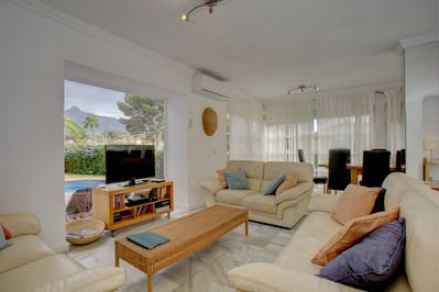 Large sitting area with stunning view of La Concha mountain