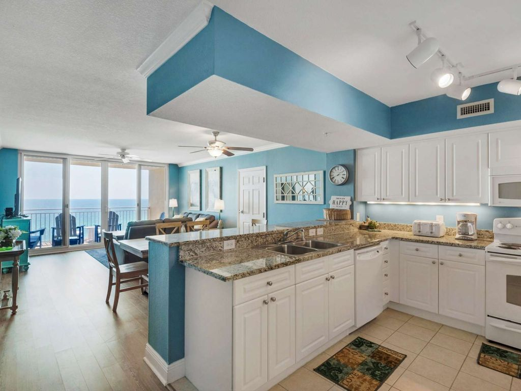 2 Bedroom Gulf Front Condo Emerald Beach... - HomeAway Panama City Beach