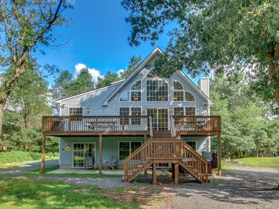 "Photo for ""Sycamore"" 3700 Square Foot Lodge, Private Street, Pool Table, Poker Table, Hot Tub"